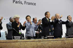 Global leaders applauding after the negotiations in Paris turn out successful (Creative Commons)